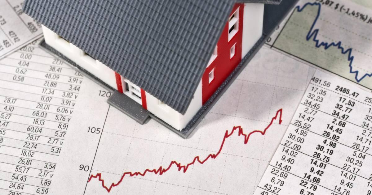 Model huis op papier met grafiek